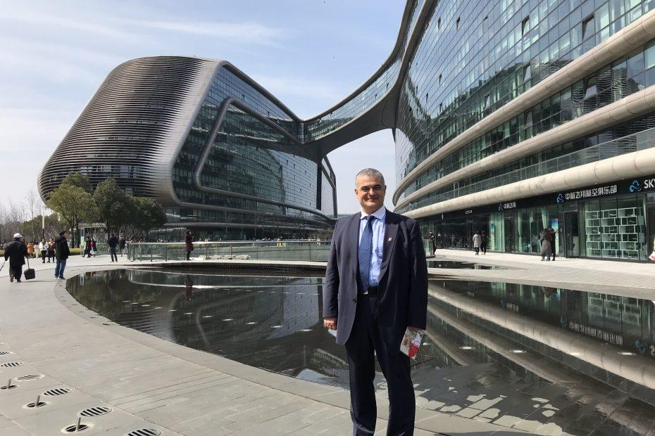 """г-н Лъчезар Динев в централата на """"Ctrip"""" в Шанхай"""
