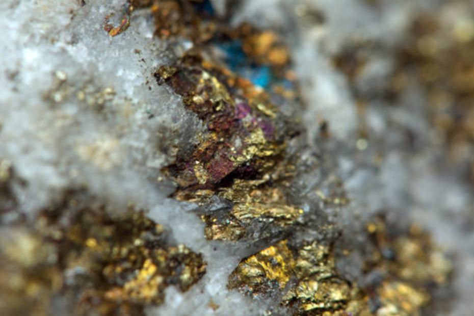 Износа на Златни руди и техните концентрати без сребро за Китай се е увеличил 8.9 пъти от началото на годината. Стигнахме до там да изнасяме камъни само за да не влезне случайно някакво плащане от концесионна такса в бюджета.