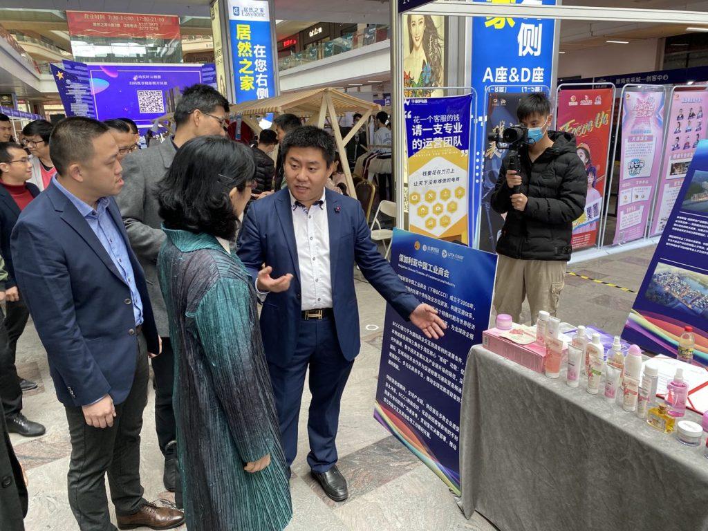 От зам председателя на БКТПП за южен Китай бяха показани традиционни балгарски продукти на търговски панаир в гр. Фошан