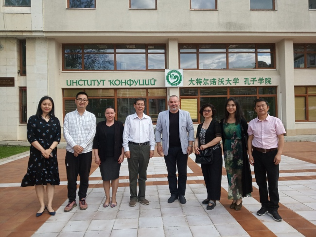Учредяването на Стипендия на посланика на КНР в България ще мотивира и подпомага студентите по китайски език и култура в страната