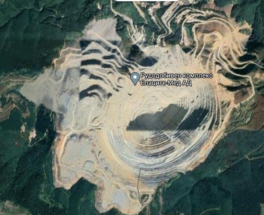 Елаците Мед дупката им е близо 5 на 5 километра с инфраструктурата
