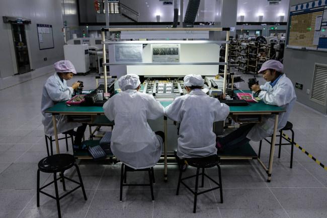 """Китай продължава да бъде """"световна фабрика"""""""